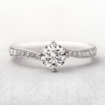 0.73ct Platinum Diamond Solitaire Twist