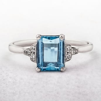 Aquamarine Vintage Ring in 18ct White Gold